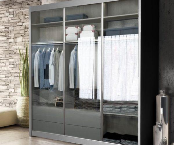 ארון דלת זכוכית שקופה