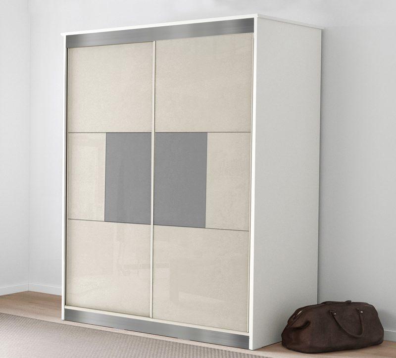 ארון בגדים עם דלתות הזזה
